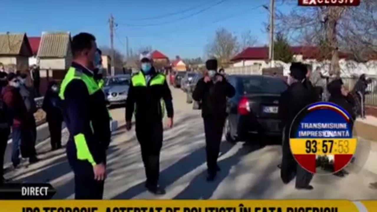 ÎPS Teodosie, așteptat de Poliție în fața bisericii