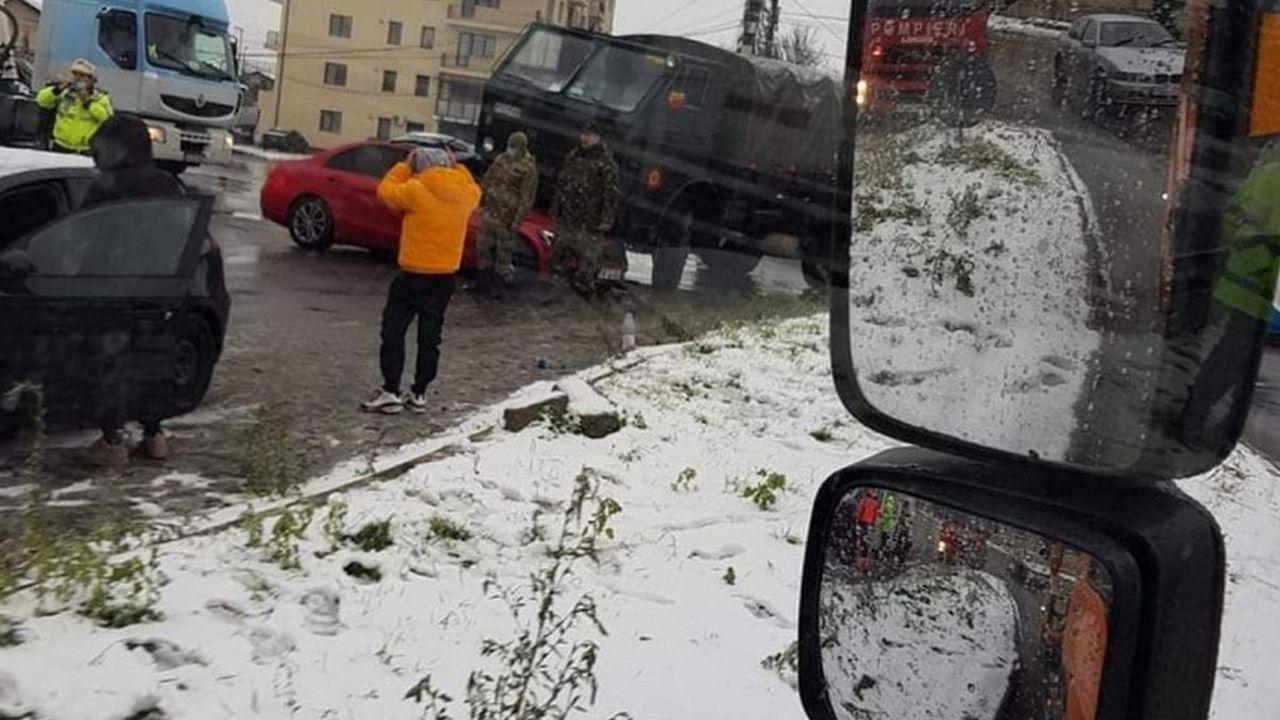 Accident cumplit la ieșirea din București! O tânără de 24 de ani, care se afla la volanului unui Mercedes, a murit pe loc în urma unei coliziuni cu un camion al Armatei