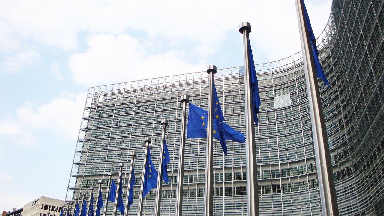 Comisia Europeană avertizează: Ridicarea restricţiilor de sărbători ar duce la o nouă creștere a numărului de cazuri de COVID