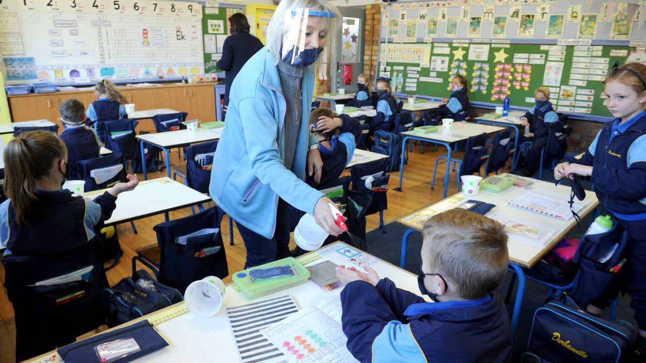 Deschiderea şcolilor se va face în funcţie de circulaţia noii tulpini din Marea Britanie