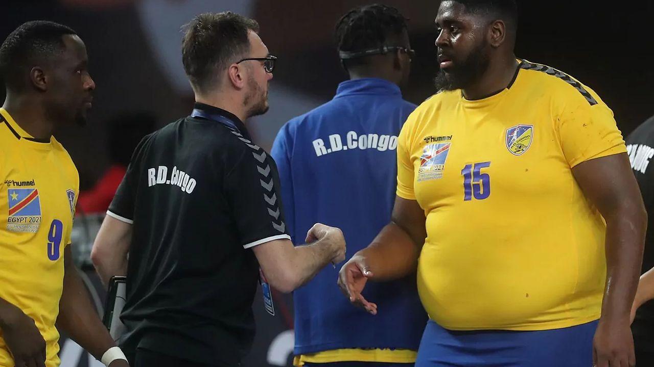 Handbalistul obez care face furori la Campionatul Mondial. SIte-ul oficial al competiţiei scrie că are 89 de kg, dar nimeni nu crede VIDEO