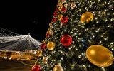 Sibiul a îmbrăcat haine de sărbătoare. S-au aprins luminiţele în centrul oraşului