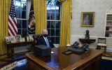 Coperta revistei TIME, în prima zi de mandat a lui Joe Biden. Dezastrul găsit de noul preşedinte în Biroul Oval, într-o reprezentare artistică FOTO