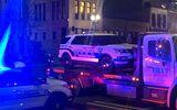 Incident inexplicabil în SUA. O mașină de poliție a intrat în plin într-un grup de oameni