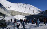 Tragedie la munte! O avalanşă a măturat o staţiune de schi din Caucaz. O cafenea a fost îngropată în zăpadă, până la 12 oameni sunt încă sub nămeţi