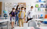 FOCAR de Covid într-un judeţ din România. Aproape 50 de clase au cursurile SUSPENDATE după ce ce mai mulți profesori și elevi s-au infectat cu virusul!