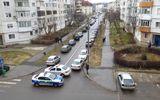 Fratele unuia dintre muncitorii ucişi la Oneşti aruncă bomba: Soția și fiica ucigaşului au încercat să îl sechestreze pe administratorul apartamentului!