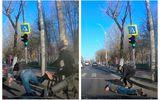 Accident neobişnuit în Bucureşti. Trotinetist lovit în plin de un biciclist