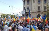 UPDATE Protestatarii din Piaţa Universităţii s-au unit cu cei din Piaţa Victoriei. Oamenii au plecat în marş spre Palatul Cotroceni GALERIE FOTO