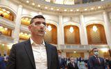 """George Simion, declaraţie din Parlament după demiterea lui Voiculescu: """"Trebuie să continuăm, să-i dăm afară pe toţi, altfel ne îngroapă ei pe noi"""""""