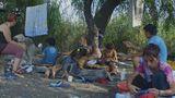 Povestea emoţionantă a familiei lui Gică! Bărbatul cu 9 copii care a locuit 18 ani în Delta Văcăreşti, într-o cocioabă improvizată