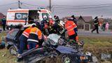 Accident înfiorător în Vaslui între un camion şi o maşină. Un bărbat a murit şi alte două persoane au fost rănite