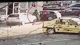 Adolescentă răpită în Cluj. Fata de 15 ani, băgată cu forţa într-o maşină în centrul oraşului. Oamenii nu au reacţionat VIDEO