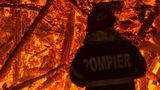 Incendiu de proporţii într-un imobil din Capitală. Doi copii au fost internaţi de urgenţă la spital