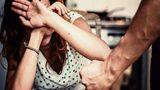 O femeie din Baia Mare a trecut prin momente de groază. Soţul ei a bătut-o fără milă, apoi a trecut intenţionat cu maşina peste picioarele ei!