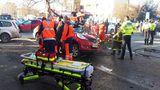Accident teribil în Capitală. O maşină a fost făcută praf, după ce a ricoşat într-un copac: Sunt cinci victime – FOTO