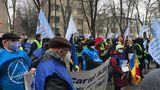 Protest la Ministerul Muncii. Sindicaliştii de la Cartel Alfa îşi strigă nemulţumirile