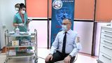 Sorin Cîmpeanu, Ministrul Educaţiei, s-a prezentat la vaccinare cu o cămaşă specială care aduce aminte de matricolele cu arici