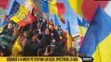 Diana Șoșoacă s-a urcat pe statuia lui Alexandu Ioan Cuza şi a cerut unirea ţării cu Basarabia
