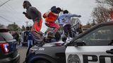 Poliţistul care a omorât un tânăr de 20 de ani în trafic a încurcat armele. Imagini incredibile filmate cu camera portabilă VIDEO