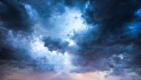 Alertă maximă! Norul toxic e aproape de România. Ar putea fi un adevărat dezastru