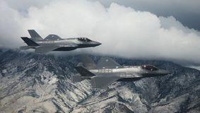 În timp ce Biden jura, Trump vindea 50 de avioane F-35