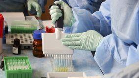 Fumătorii, risc dublu de infectare și deces la COVID-19. Studiu de ultimă oră