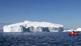 Alertă în Antarctica! Un aisberg cât Paris s-a desprins. Oamenii au fost evacuaţi
