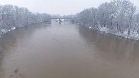 Terifiant! Zeci de cadavre au fost descoperite plutind pe un râu