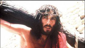 IREAL! Cum arată acum actorul care l-a interpretat pe Iisus din Nazaret. Blestemul care a căzut pe el