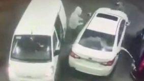 Ce s-a întâmplat cu trei bărbați care încercau să jefuiască o mașina în benzinărie! INCREDIBIL cum a reacționat victima