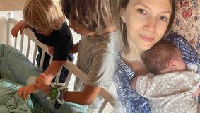 Imagine emoționantă cu Adela Popescu, în timp ce își ține în brațe bebelușul. Prima imagine cu fața mezinului familiei
