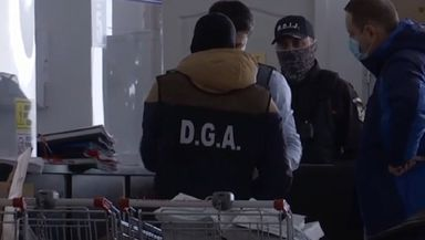 14 persoane reţinute în ancheta DNA de la Serviciul Permise Suceava. Activitatea instituţiei este blocată şi vineri