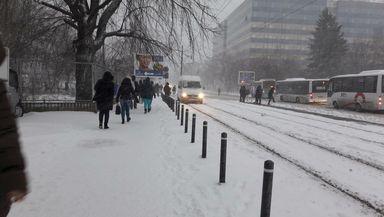 Ninsoare în Bucureşti şi strat de zăpadă de câţiva centimetri. Prognoza meteo ANM
