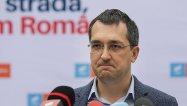 Vlad Voiculescu insistă să nu se deschidă şcolile după focarul din Bucureşti cu tulpina britanică