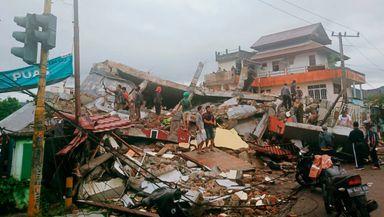 Un cutremur de 6,2 a provocat dezastru în Indonezia. Sunt cel puţin 42 de morţi, zeci de clădiri s-au prăbuşit VIDEO