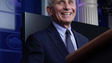 Anthony Fauci este cel mai bine platit angajat din guvernul federal american. Salariul său este chiar mai mare decât al preşedintelui SUA
