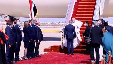 """Papa Francisc îşi începe vizita istorică în Irak: """"Dragi fraţi şi surori din Irak, pacea fie cu voi!"""" VIDEO"""