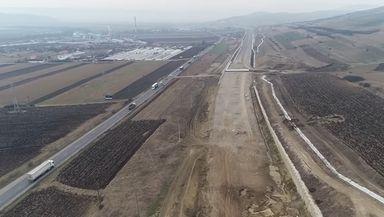 Probleme mari la lotul 2 al autostrăzii Sebeş – Turda. Constructorul abia mai are bani de benzină, imagini filmate cu drona VIDEO
