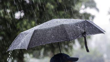 Prognoza meteo 20 aprilie. Vreme rece cu ploi şi posibil grindină, precipitaţii mixte la munte