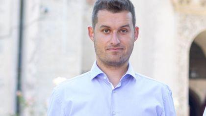 Record de traseism politic în România: un politician a trecut în 6 luni prin USR, ALDE, Pro România, PSD şi a fost şi independent