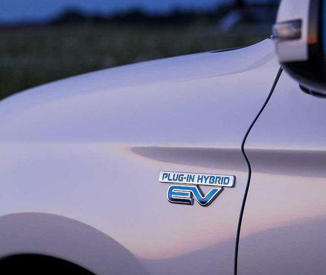 Maşinile plug-in hybrid POLUEAZĂ mai mult decât în testele făcute cu bateria plină. BMW X5 şi Volvo XC60, în noul scandal al emisiilor de dioxid de carbon