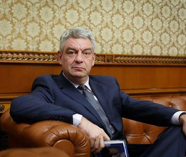 Mihai Tudose: Guvernul a reuşit să confişte sărbătorile de iarnă. Eu aş deschide toate târgurile de Crăciun. Dacă îl îmbrăcăm pe Moş Crăciun în galben ne dă voie?