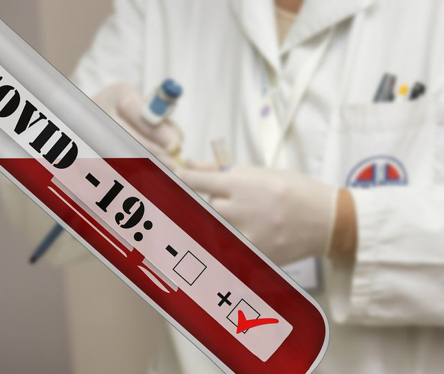 Focar cu noua tulpină COVID într-o şcoală din Capitală: 9 din 10 contacţi sunt confirmaţi cu virusul!