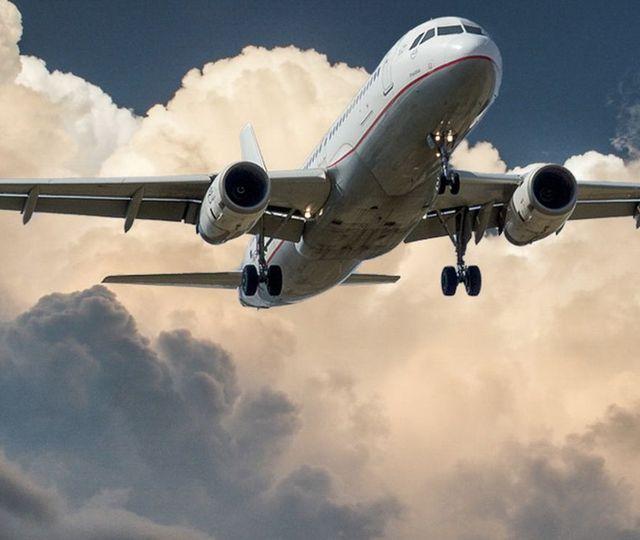 Incident aerian la Cluj! Un avion a lovit un stol de păsări chiar înainte de aterizare